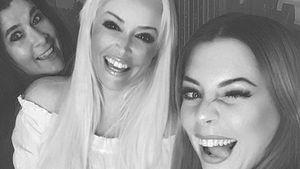 Iris Klein, Daniela Katzenberger und Jenny Frankhauser lächeln für ein Selfie