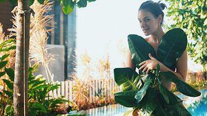 Drunter nix? Janina Uhse trägt Palmenblätter statt Kleid