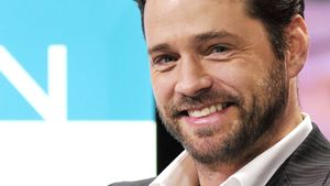 Jason Priestley ist stolz auf die 90210-Stars