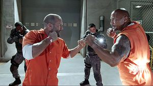 "Jason Statham und Dwayne Johnson in ""Fast & Furious 8"""