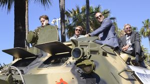 Action-Stars rücken in Cannes mit Panzern an