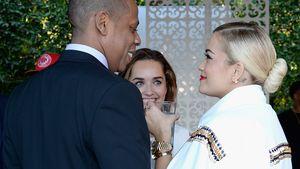 Jay-Z und Rita Ora lächeln sich an