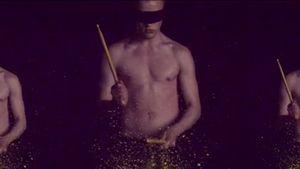 """Jedward zeigen in """"Luminous"""" viel nackte Haut"""