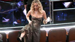 Sie klettert über Stühle: Jennifer Lawrence rockt die Oscars