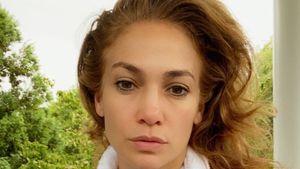"""""""Morgengesicht"""": J.Lo flasht Fans mit ungeschminktem Selfie"""