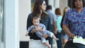 Jessica Biel & Baby Silas: So geht eine Power-Mama spazieren