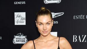 Das Model Jessica Hart erstmals nach den Babynews gesichtet