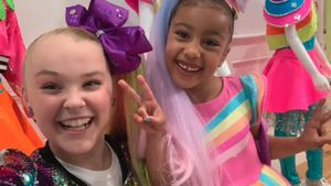 Promi-Babysitter? Teenie-Star Jojo Siwa bespaßt North West!
