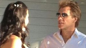 Süß: Jon Bon Jovi führt treuen Fan zum Altar