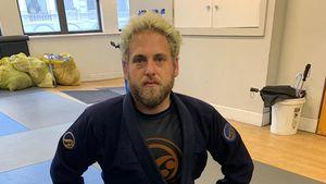 Kaum erkannt: Jonah Hill trägt jetzt platinblonde Haare!