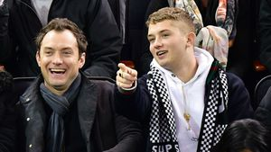 Jude Law und Rafferty Law (v.l.) im Madison Square Garden