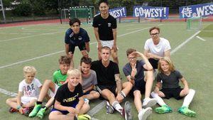 Justin Bieber und Mitglieder des SC West Düsseldorf