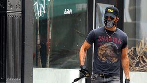 Shakira-Shirt: Welcher Schauspieler zeigt sich hier als Fan?