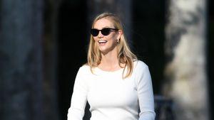Total happy: Neu-Mama Karlie Kloss ist mit Baby unterwegs