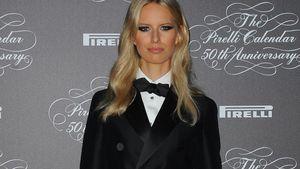 Weihnachts-Outfit: Karolina Kurkova im sexy Anzug