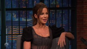 Kate Beckinsale bei der NBC Latenight mit Seth Meyers