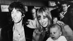 Keith Richards, Anita Pallenberg und Söhnchen Marlon 1969 in London