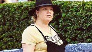Kugelrund & ohne Make-up! Kelly Clarkson zeigt Babybauch