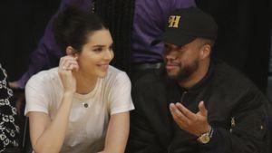 Ziemlich happy: Hier feuert Kendall Jenner ihren Liebsten an