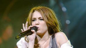 Miley Cyrus' peinliches Busen-Tattoo