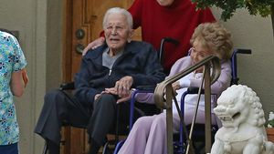 Erste Bilder: So feierte Kirk Douglas seinen 102. Geburtstag
