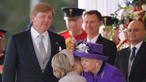 Küsse & Stößchen: Willem-Alexander & Maxima bei Queen-Besuch
