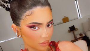Für Werbung: Kylie Jenner reibt sich ihren Body mit Blut ein