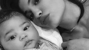 Strahlendes Baby-Lachen: Snap-Spaß mit Kylie & Stormi!