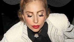Lady GaGa in Jacksons Jacke & mit mega Micky-Ohren