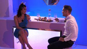 Über Nathalia hinweg? Tobias mit Laura in der Privat-Suite