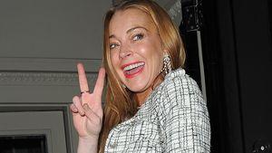 Lindsay Lohan macht das Peace-Zeichen