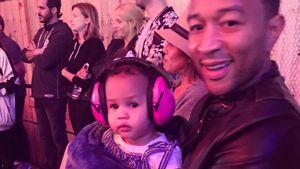 Familien-Support für Chrissy: John Legend backstage mit Luna