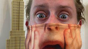 Der Brüller! Macaulay Culkin trägt sich selbst als Maske