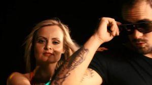 Nackt-Adam mit VL-Star Marc Barthel im Musikvideo