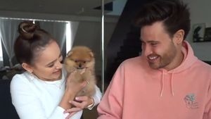 Niedliche Fellnase: Maddy und Marc sind jetzt Hundebesitzer