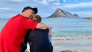 Rarer Familien-Einblick: Marteria kuschelt mit Sohn Louis!