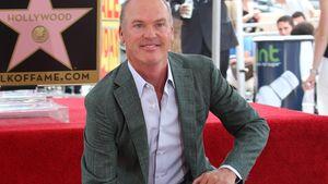 """Michael Keaton mit seinem Stern auf dem """"Walk of Fame"""""""