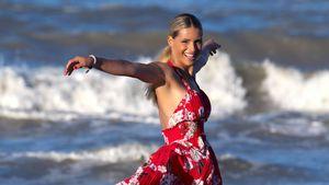 Michelle Hunziker tänzelt vor Traumkulisse im Sommerkleid