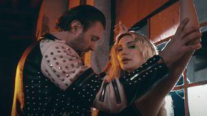 Rosen-Boy Michi Bauer ist im Musikvideo von Eko Freshs Frau!