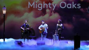 Überraschung von Mighty Oaks: Ian Hoopers Band singt mit ihm