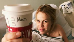 """Baby da: Natasha Bedingfield mit """"Mom""""-Becher im Krankenhaus"""