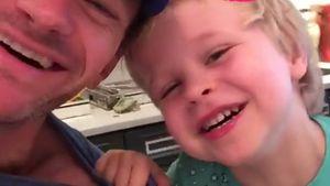 Frühstücksspaß: Neil Patrick Harris albert mit seinen Kids