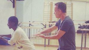 Nikeata Thompson bringt Tom Hanks das Tanzen bei