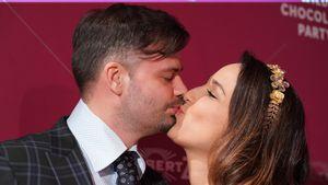 Nina Moghaddam und Dominik: Verliebte Küsse auf Red Carpet