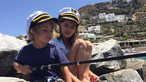 Kleine Angler: Alessandra Ambrosios Kids fischen das Dinner