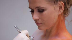Fotos: Nova Meierhenrich beim heißen Body-Paint
