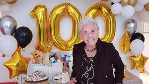 Älteste Influencerin: So feierte Oma Hedel 100. Geburtstag