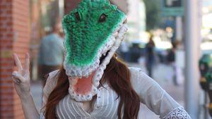 Phoebe Price: Krokodil-Maske für die Paparazzi