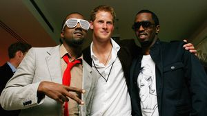Prinz Harry (Mitte) mit den Rappern Kanye West (L) und Sean Combs (R)