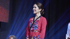 Prinzessin Mary trägt bei Award-Show diesen Kimono-Look